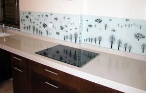 חיפוי-זכוכית-לקירות-מטבח-01