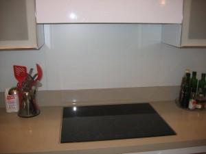 חיפוי-זכוכית-לקירות-מטבח-04