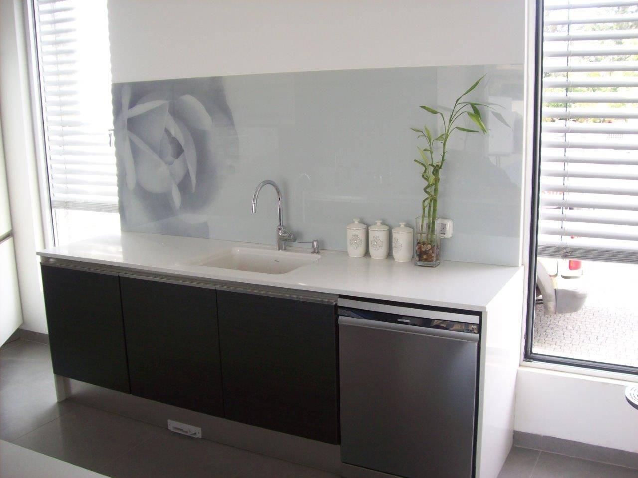 חיפוי-זכוכית-לקירות-מטבח-15
