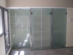 מחיצות-וקירות-זכוכית-04