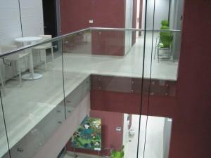 מעקה-נירוסטה-וזכוכית-3