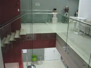 מעקה-נירוסטה-וזכוכית-4