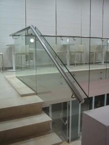 מעקה-נירוסטה-וזכוכית-9